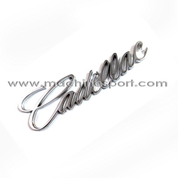آرم کادیلاک نقره ای رنگ از خانواده فورد آمریکایی Cadillac